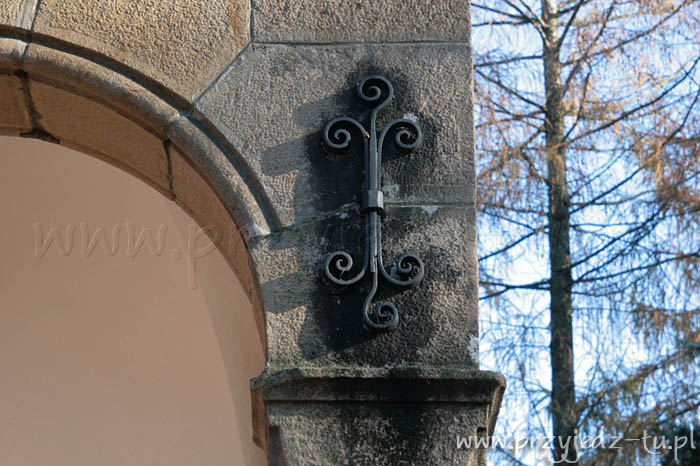 925.kaplica-zespolkpalacowo-parkowy-mycielskich-w-wisniowej(6).jpg